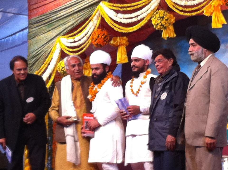 Pandit Ramakant ji and harivallabh commety members honoured after the amazing Pakhawaj solo in harivallabh sangeet sammelan in year 2011